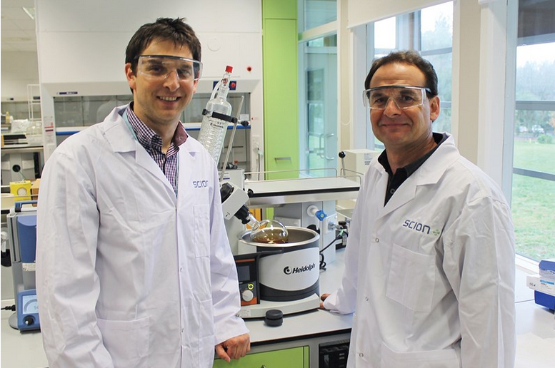Drs Florian Graichen (left) and Kirk Torr (right) in the laboratory